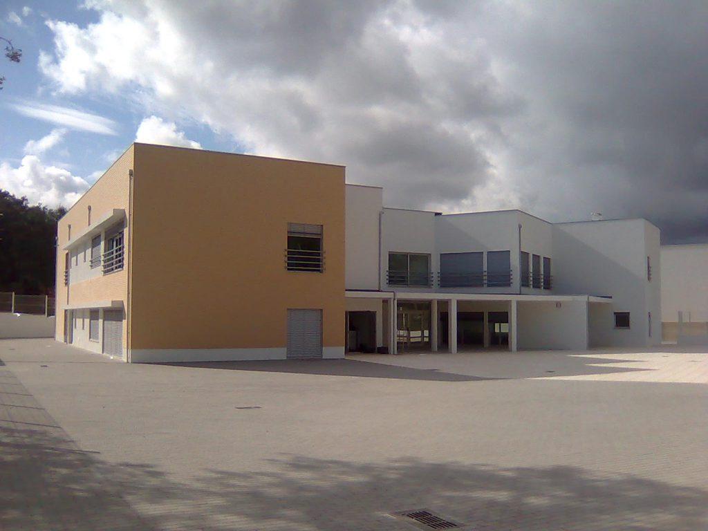 Centro Escolar de Santiago da Guarda construído pela Soteol em 2009