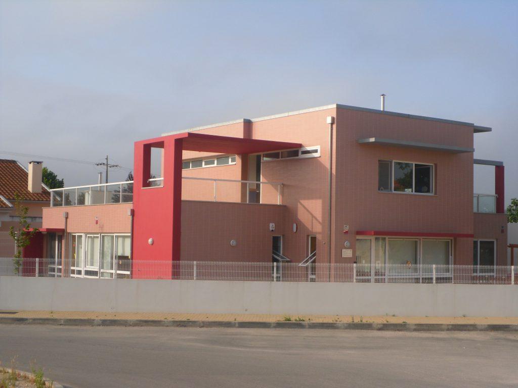Cresce e Jardim de Infância de Ceira construído pela Soteol em 2012